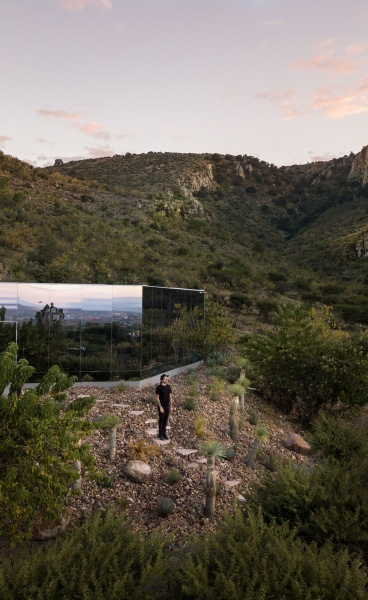 Casa Etérea: A Mirrored Hideaway in Central Mexico Evokes Awe in Nature