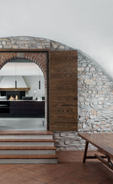 a25architetti Strike a Thoughtful Balance Between Restoration & Renovation in a House in Montevecchia