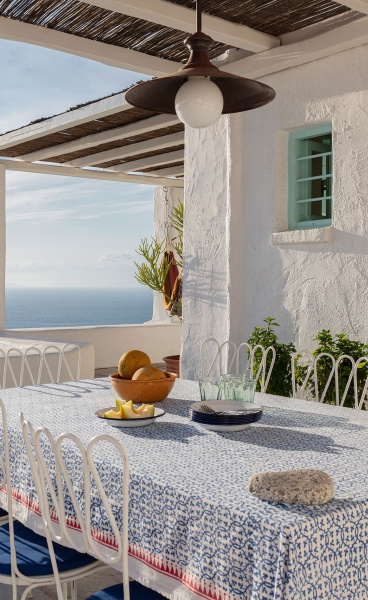 A House in Mykonos Filters Traditional Cycladic Hospitality Through Vintage Sophistication