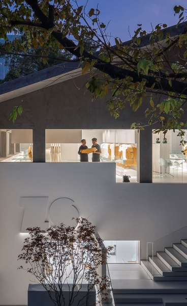 A Textile Factory in Guangzhou is Transformed into a Minimalist Retail Shrine