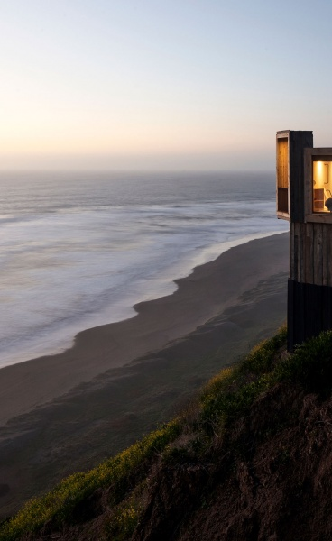Croxatto & Opazo Arquitectos Design Two Holiday Cabins in Chile that Hover over the Pacific Ocean