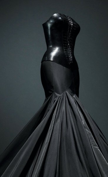 Azzedine Alaïa at the Design Museum: Celebrating the Late Couturier's Passion for the Female Body