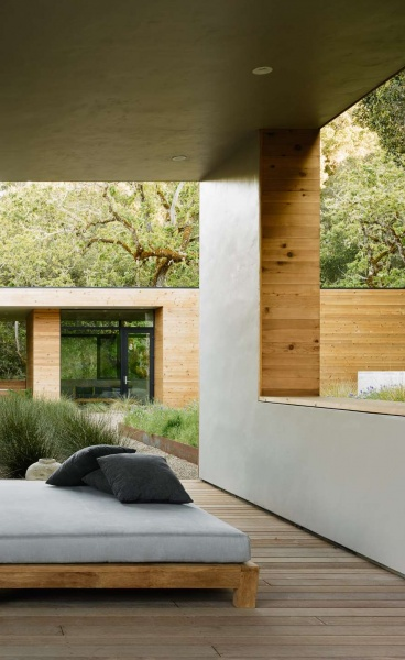 Carmel Valley Residence Embraces its Natural Surroundings with Modern Minimalism