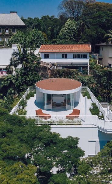 Felipe Hess Masterfully Rejigs a São Paulo Residence