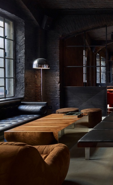 An Industrial Touch of the Disco Decade at Dash Kitchen in Turin