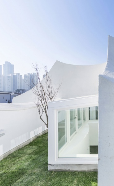 The Flying House by IROJE KHM Architects has Landed near Incheon, South Korea