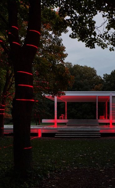 Geometry of Light: A Multimedia Installation Connects the Iconic Architecture of Farnsworth House with its Pastoral Setting