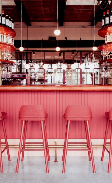 A Dutch All-Day Restaurant Channels the Sleek Craftsmanship of 1930s Car Interiors