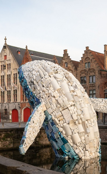 'Skyscraper (The Bruges Whale)' Draws Attention to the Oceans' Pollution