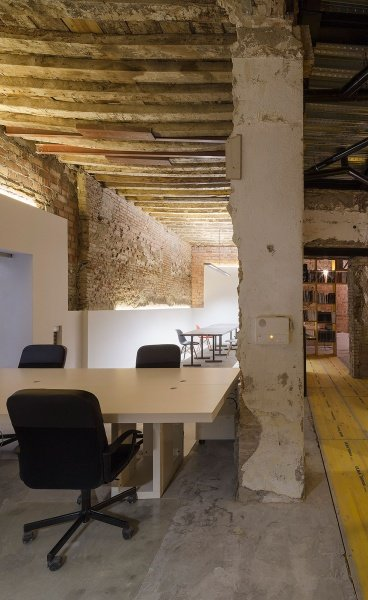 Feeling Yellow: a New Studio in Granada, Spain by CUAC Arquitectura