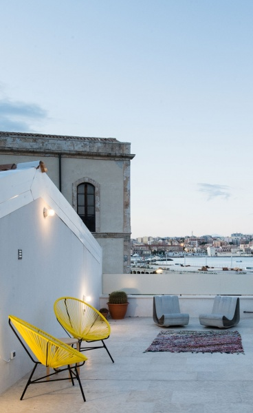Primary Colors and Sea Views Make the Diptych House Stand out in Sicily