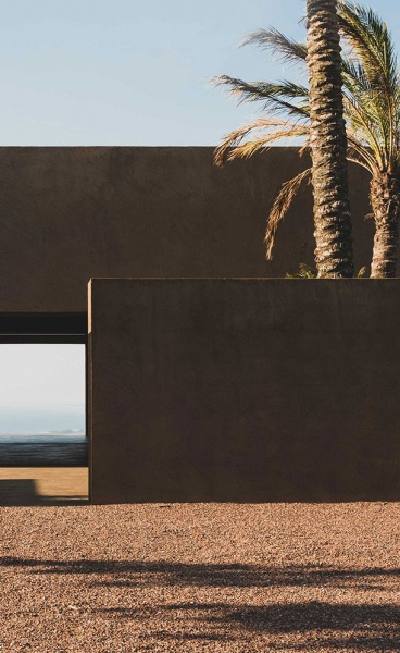 A Minimalist Retreat in Calabria Harmoniously Blends into the Mediterranean Landscape