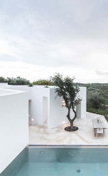 Casa Luum: Vernacular Minimalism in the Portuguese Countryside