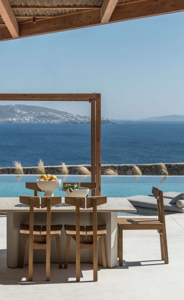 The Revamped Reeza Restaurant in Mykonos Goes Back to its Culinary Roots